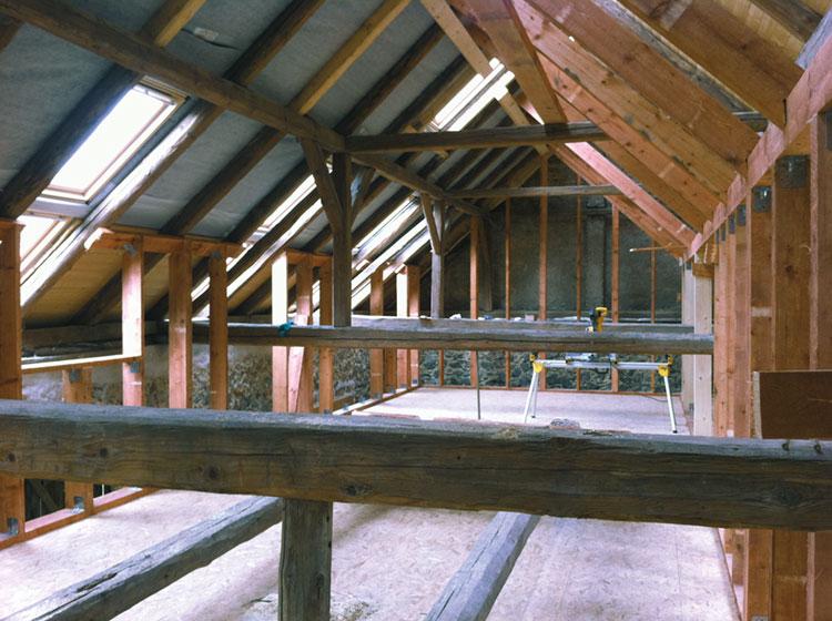 Edificio residenziale legnoarchitettura for Piani casa tetto del fienile