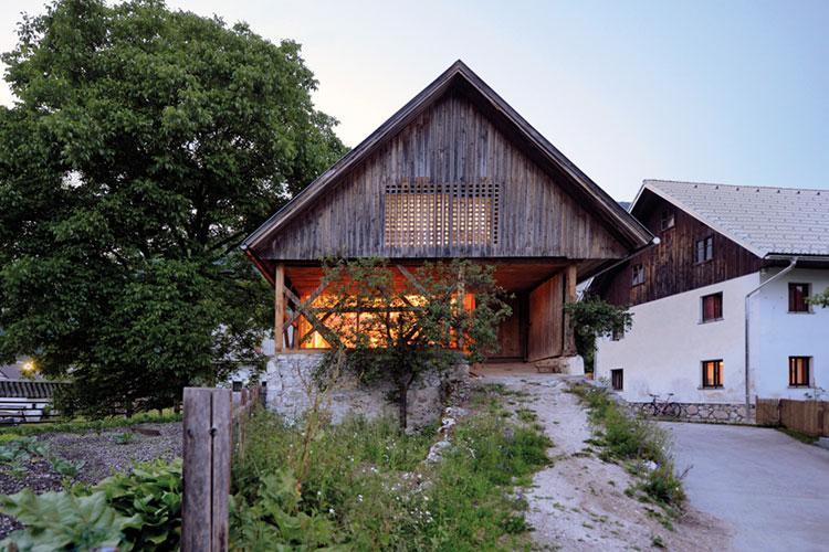 Alpine barn apartment legnoarchitettura for Architettura vernacolare