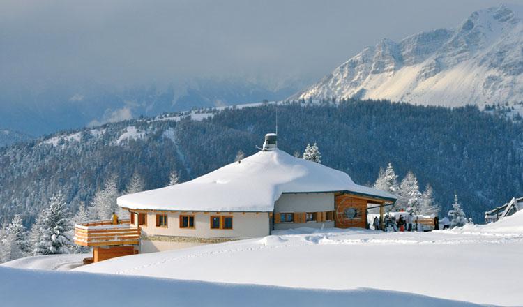 Un rifugio alpino a 360° - legnoarchitettura